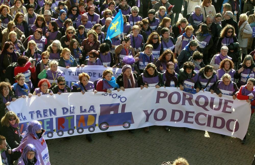 Miles-de-personas-se-concentran-en-Madrid-para-protestar-contra-la-Ley-del-Aborto