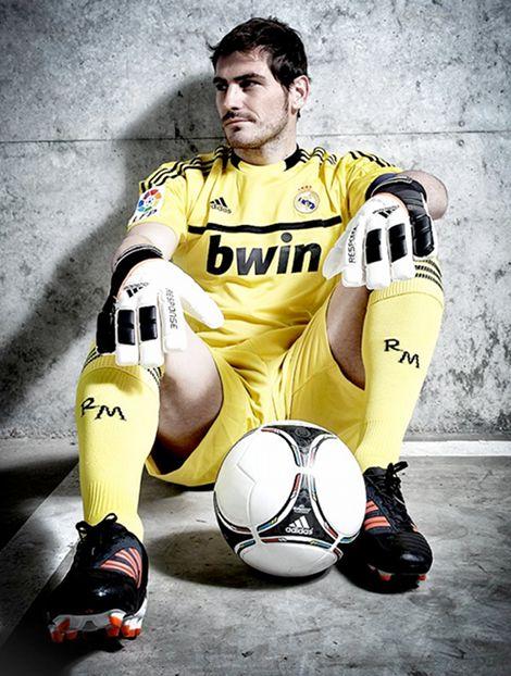 iker-casillas-adidas-goalkeeper-gloves-football-boots