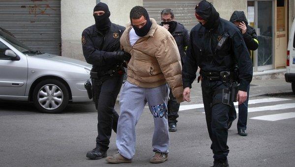 Operacion-policial-contra-la-b_54365545213_53699622600_601_341