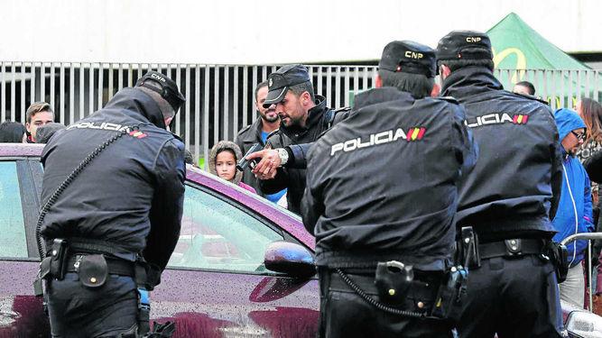 Gobierno-reacciona-crisis-Policia-coches_1091301063_63279491_667x375