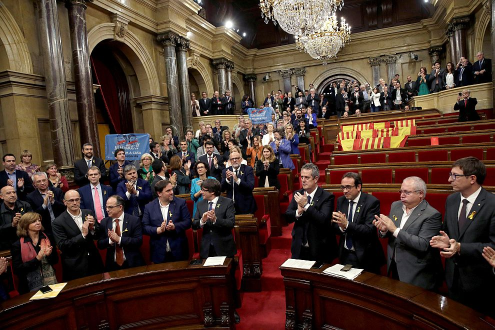 Catalan Assembly approves the declaration of unilateral independence