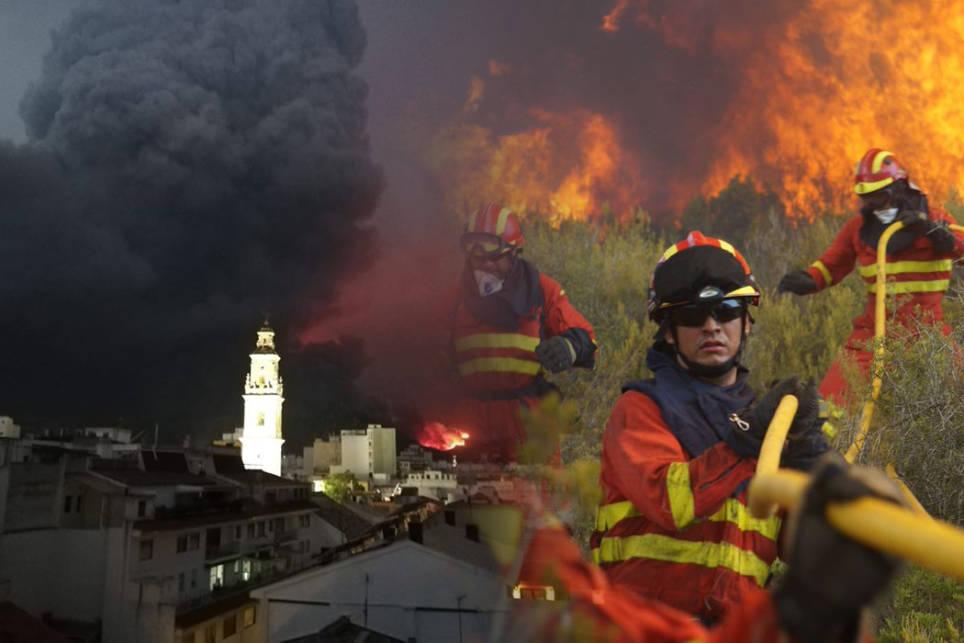 las-claves-del-incendio-de-llutxent-que-amenaza-gandia-14951-1