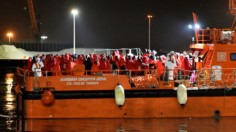 186 migrants rescued at sea in southeast Spain