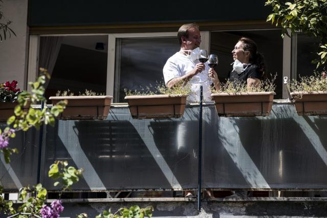 bum-na-balkonskite-svatbi-po-sveta-2